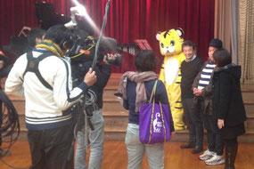 コンサートに先立って 関西テレビの取材