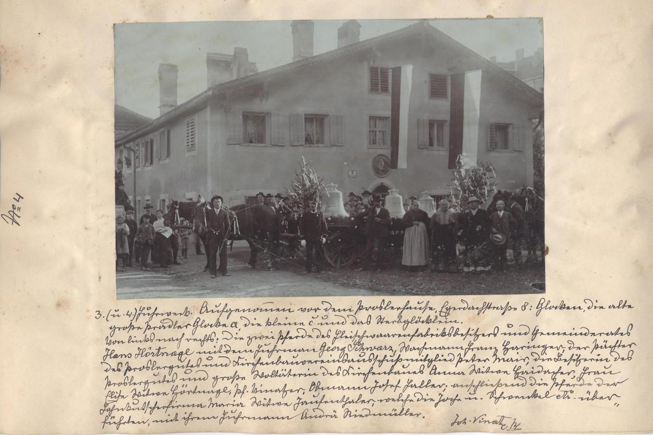Der Glockenzug hält vor dem Haus Egerdachstraße 8 (Proslerbauer)