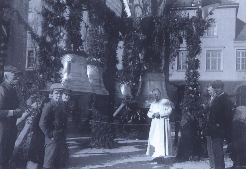 Glockenweihe 1923, im Vordergrund Pfarrer Johann Vinatzer