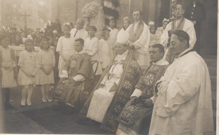 Glockenweihe 1923: Der Abt des Stiftes Wilten Heinrich Schuler weihte die Glocken