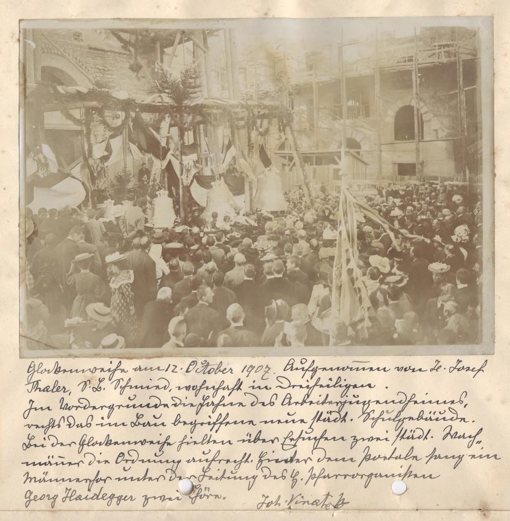 Glockenweihe am 12. Oktober 1907, Leitgebschule im Bau