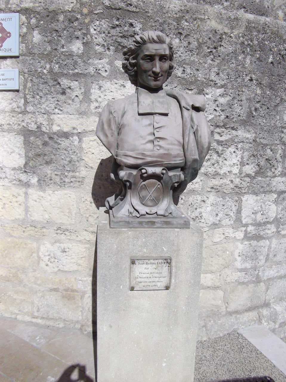 Une statue d'un écrivain occitan