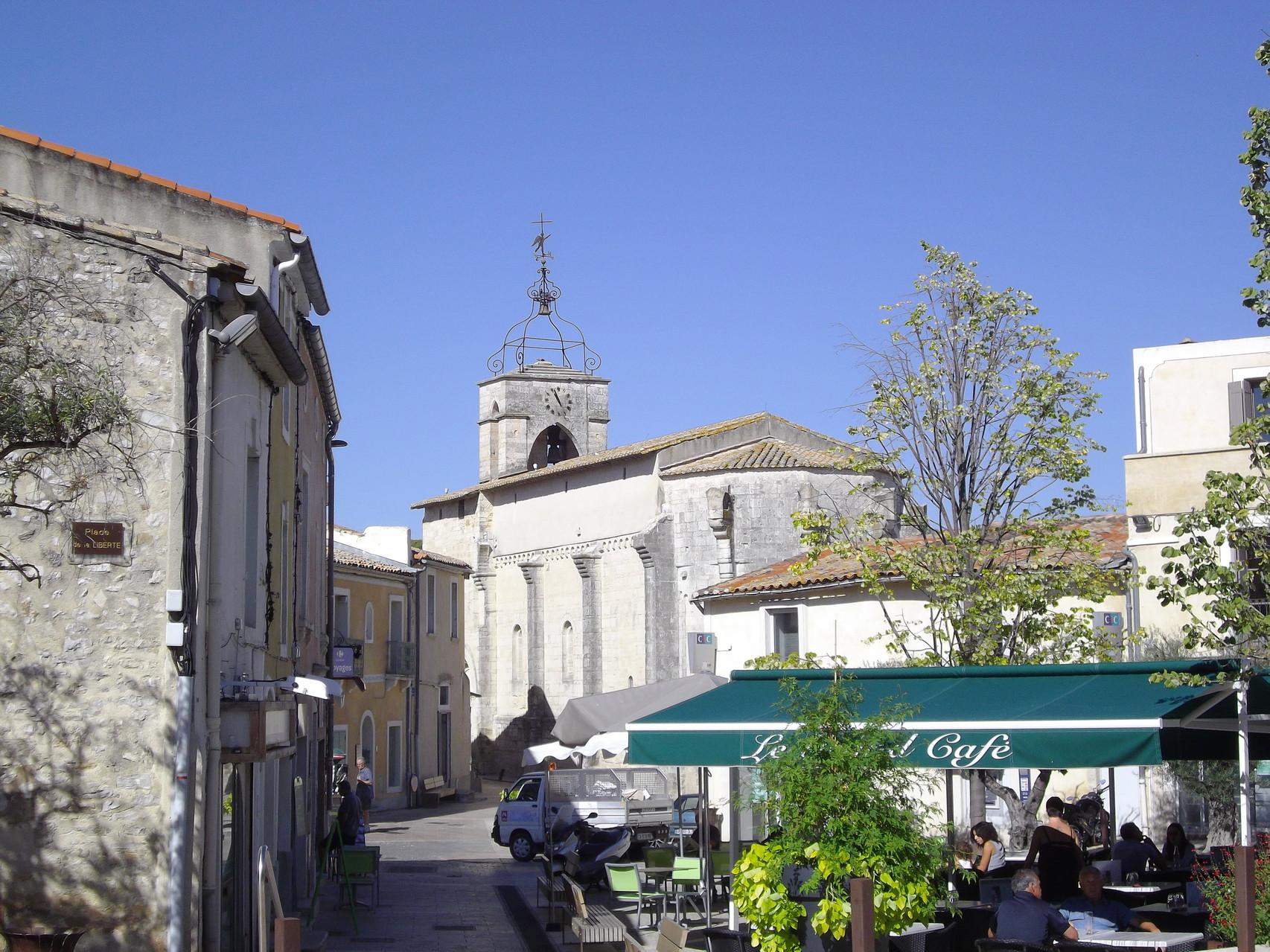 Castelnau village, église romane du XIIème siecle, fortifiée au XIVème