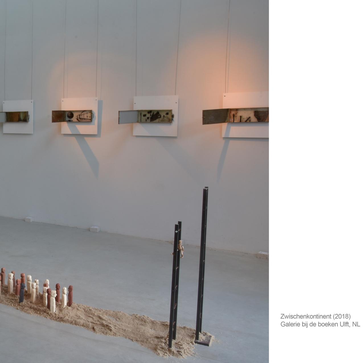 """Die Installation """" Zwischenkontinent """" war Bestandteil der Ausstellung """"Schattenwelten"""" in der Galerie bij de boeken in Ulft NL.  2018"""