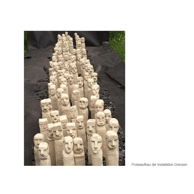 """2017 wurde die bereits bestehende Installation """"...siehst du..."""" um eine Gruppe von 72 """"Menschenkindern""""(Keramikskulpturen) erweitert. Zu dieser Gruppe kommt jedes Jahr am 05.Mai ein weiteres Menschenskind hinzu"""