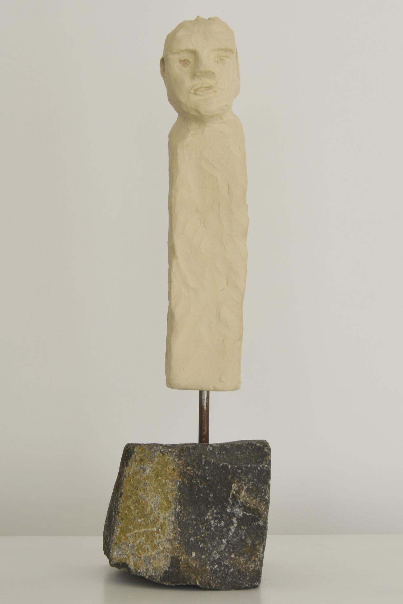 Menschenskind auf Basaltsockel (m)