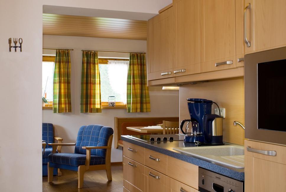 Küchenzeile mit Essecke - Ferienwohnung 4 - Hilbrand Appartements