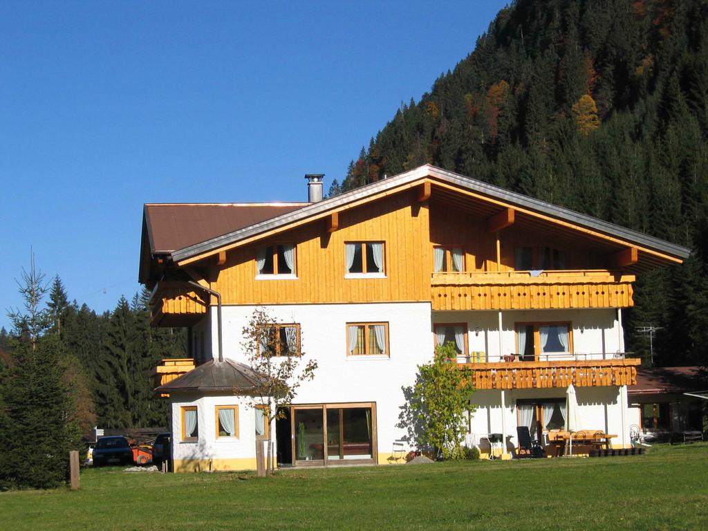 Blick von Hirschegg kommend - im Sommer