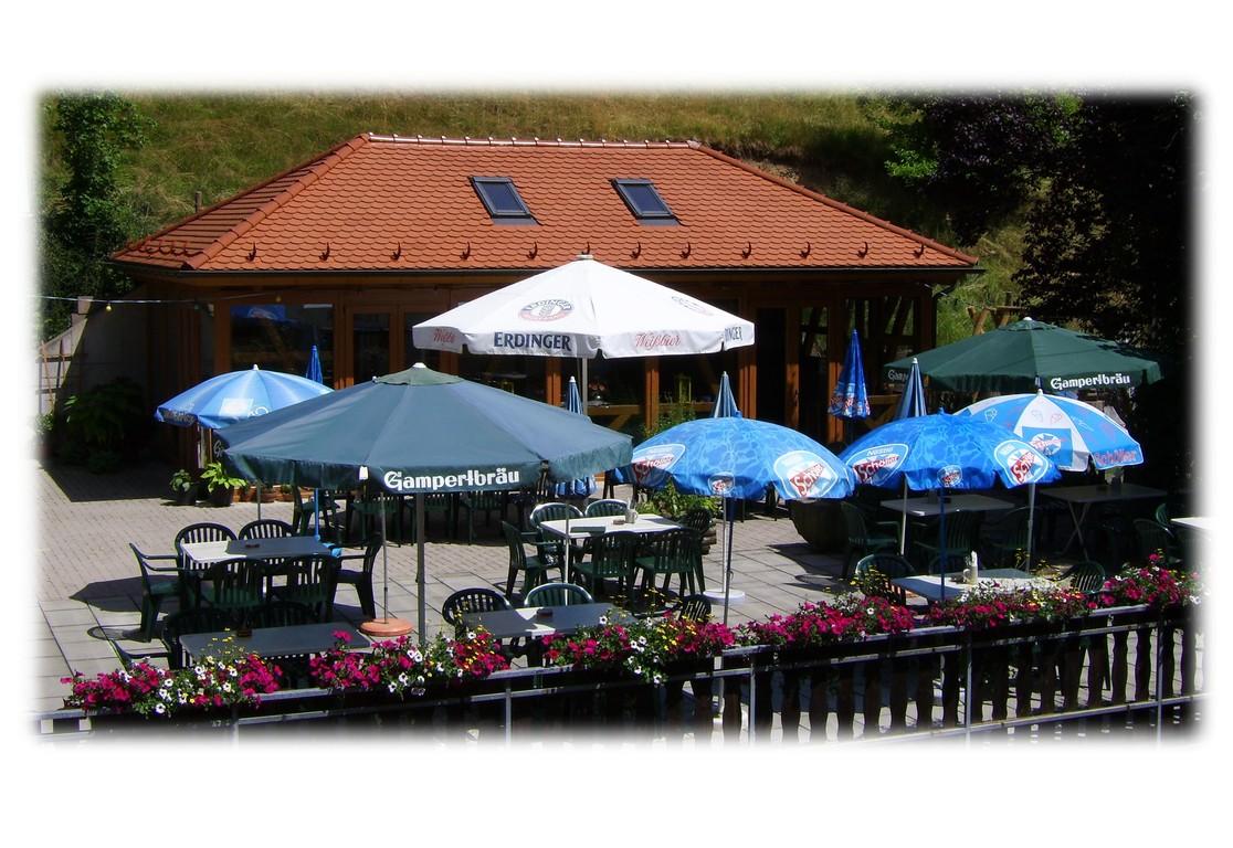 Grillhaus und Terrasse - Biergarten