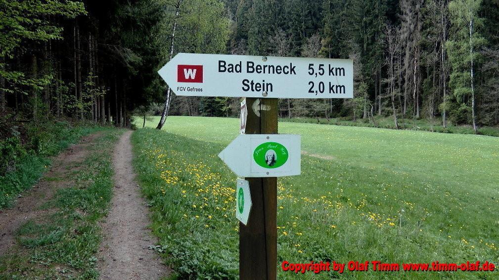 """Wanderung auf dem Westweg (weißes W auf rotem Grund) von der Entenmühle flußabwärts entlang im idyllischen Tal der Ölschnitz bis nach Stein. Am Wegesrand liegt die herrlich gelegenen Burgkapelle """"Stein"""". Weiter nach Bad Berneck ..."""