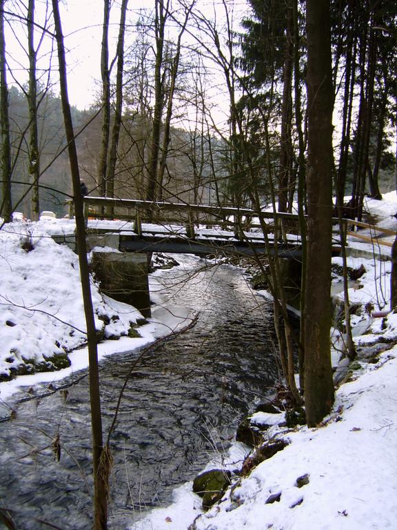 Zufahrtsstrasse/Brücke über die Ölschnitz
