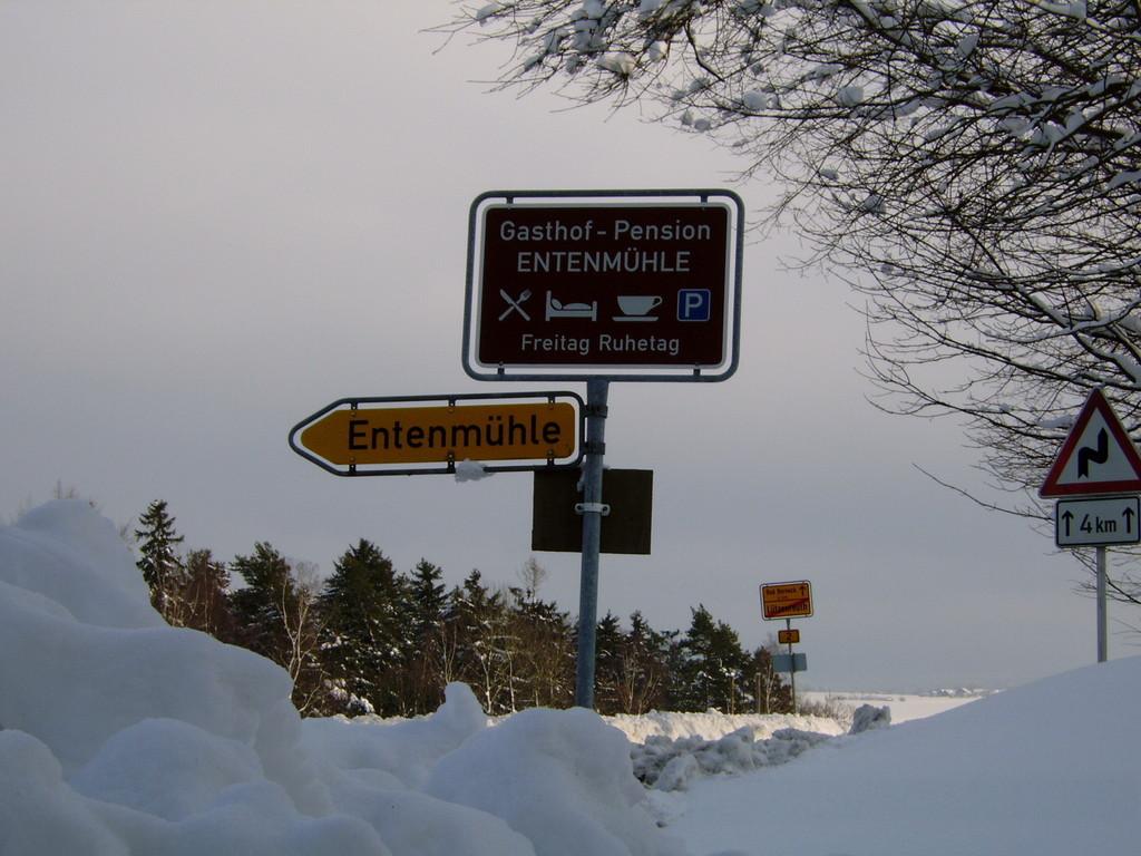 Richtung Entenmühle von der Bundesstrasse 2 Ortsende/Anfang in der Ortschaft Lützenreuth