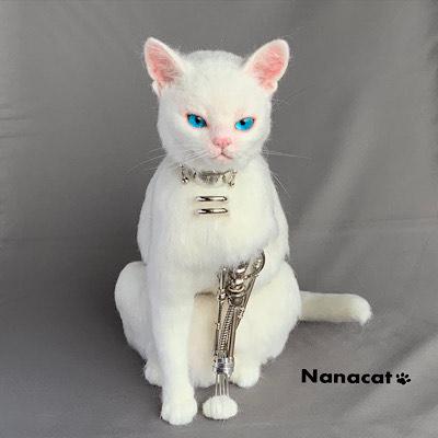 【にゃんドロイド白母猫】仔猫を育てる為ににゃんドロイドになったのか?母猫ロボットなのか?おっぱい大きいです。