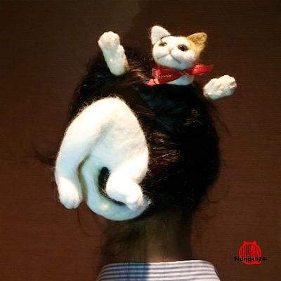 【にゃんこかんざし フルVer.】頭に猫が突き刺さっているように見える猫のかんざしです。