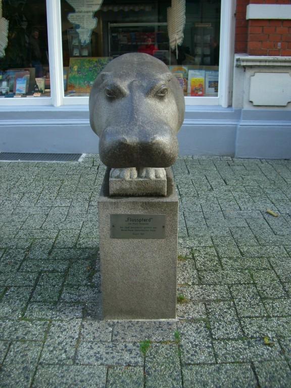 Östliche Lange Straße - Flußpferde vor dem Verlagshaus Weser Kurier