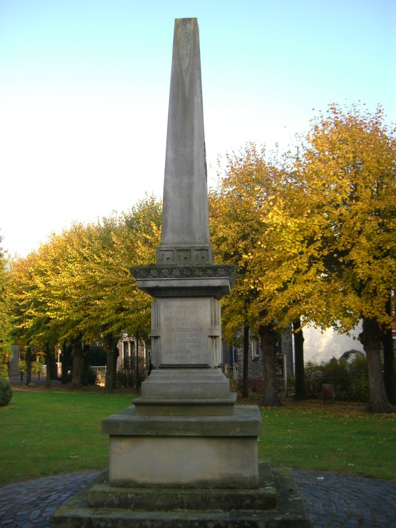 Kirchplatz / Obelisk - ältestes Baudenkmal der Stadt