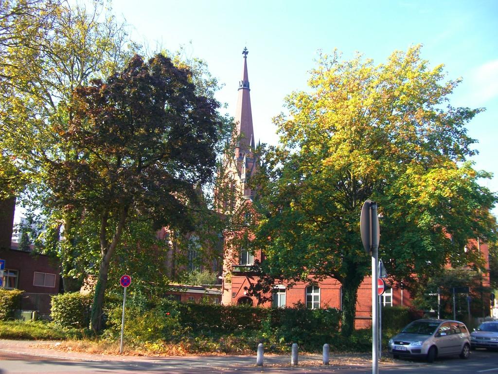 Blick auf altes Postamt und kath. Stadtkirche St. Marien