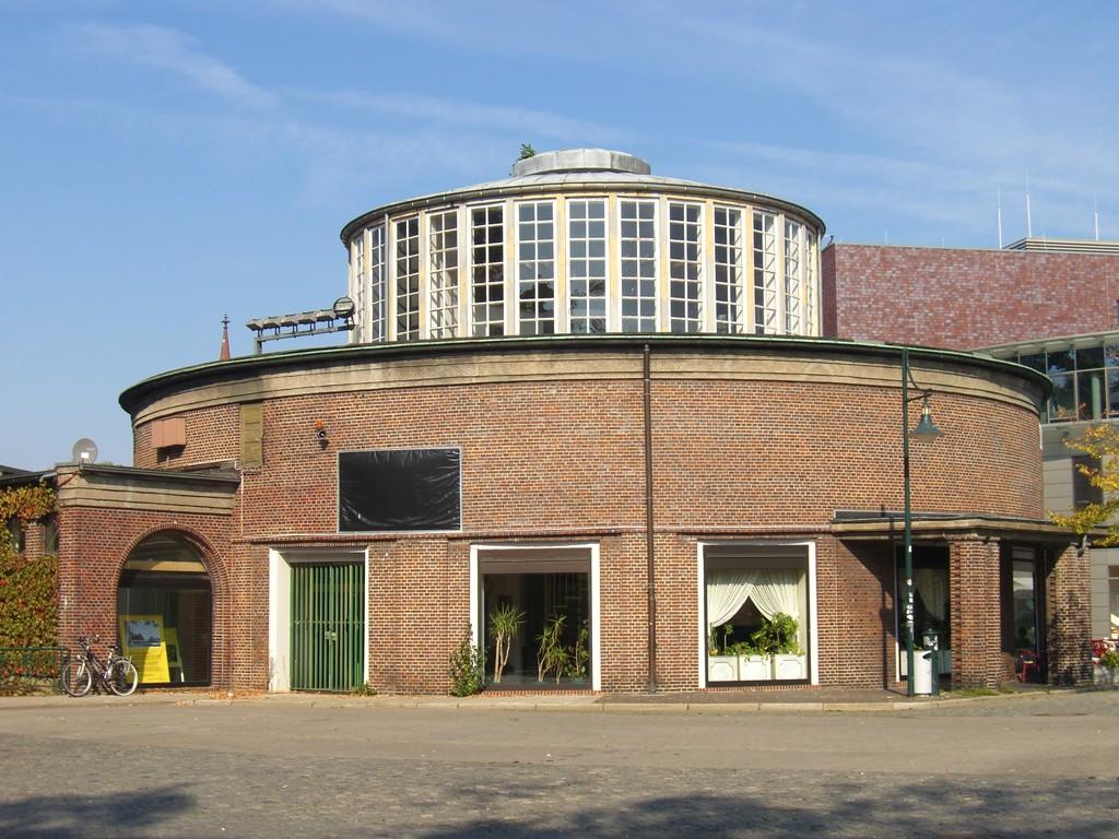 Marktplatz mit alter Markthalle