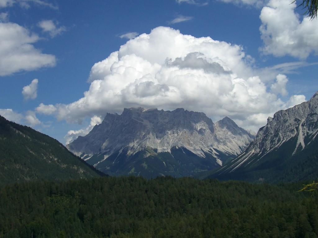 Blick auf die Zugspitze / Deutschlands höchster Berg (2.962 m)