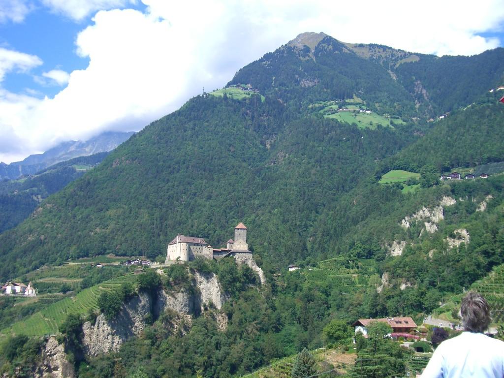 Dorf Tirol - Blick auf die Hochmuth