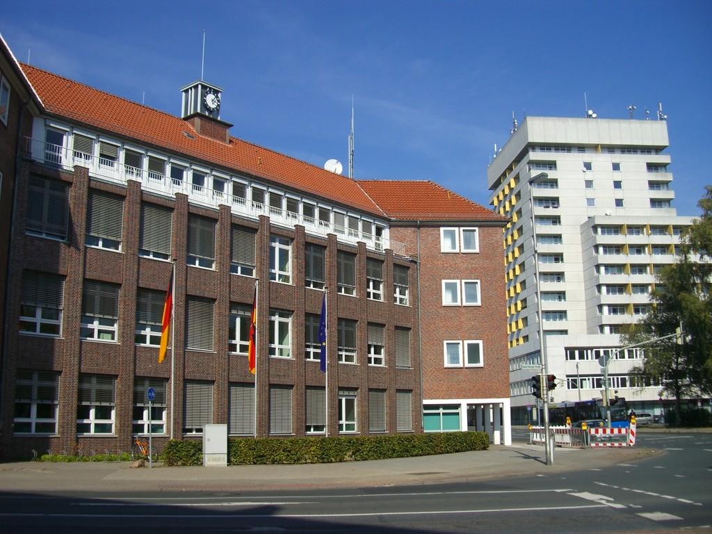 Hans-Böckler-Platz/Marktstraße - Polizeigebäude und Citycenter