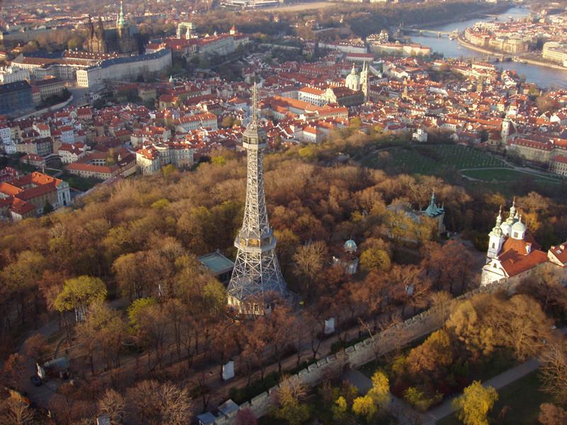 """Petrin - der """"Prager Eiffelturm"""" / 60 m hoch / 1891 gebaut"""