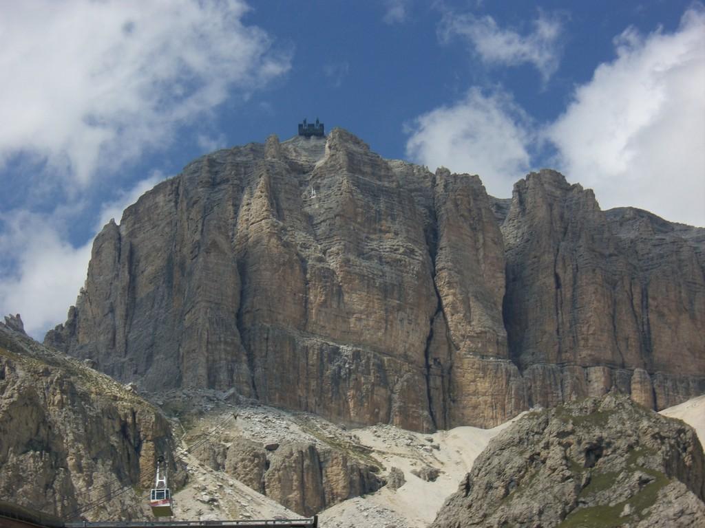 Dolomiten / Passo Pordoi - Blick zur Bergstation