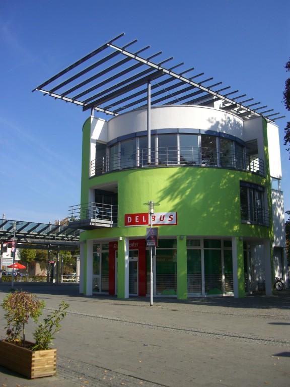 Bahnhofsvorplatz / Stadtbusunternehmen DELBUS