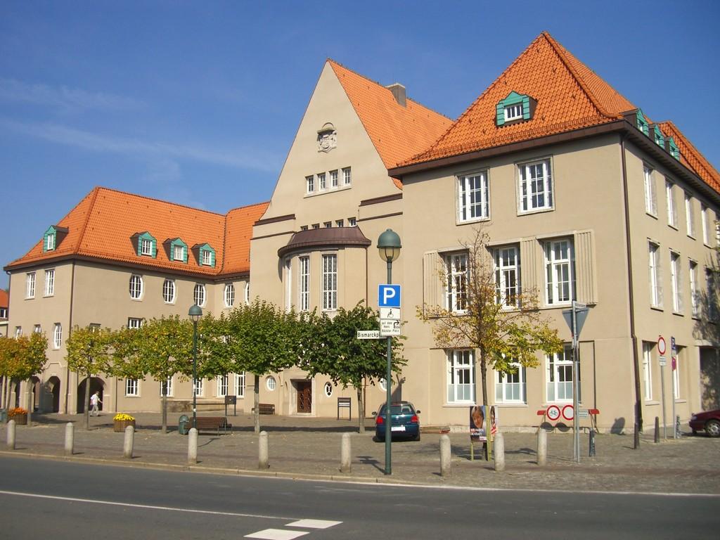 Stadtzentrum - hinterer Rathausplatz mit Standesamt