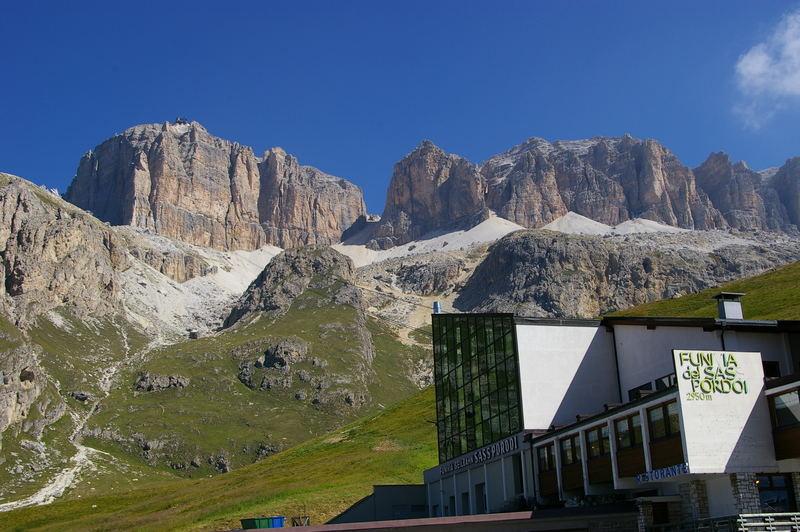Dolomiten / Passo Pordoi - Talstation