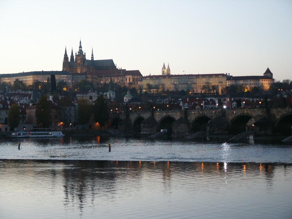 Blick von der Karlsbrücke auf den Hradschin