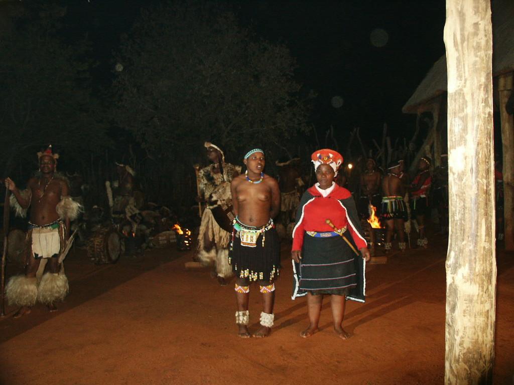 2. Tag - Abendveranstaltung im Zulu-Dorf