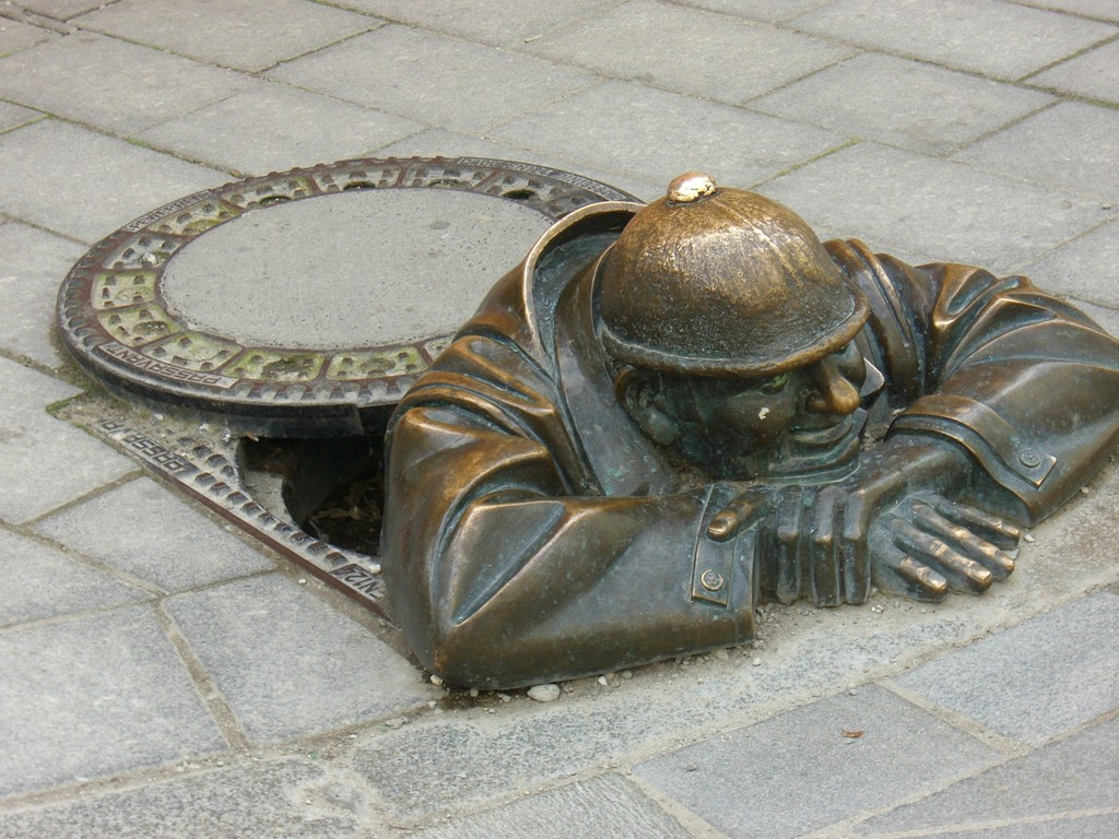 Bratislava - der Gaffer / beliebtestes Motiv der Stadt