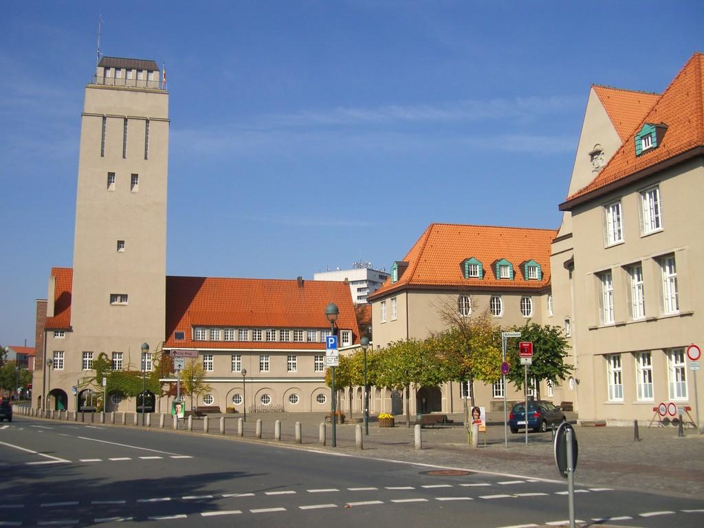 Stadtzentrum - Wasserturm und hinterer Rathausplatz