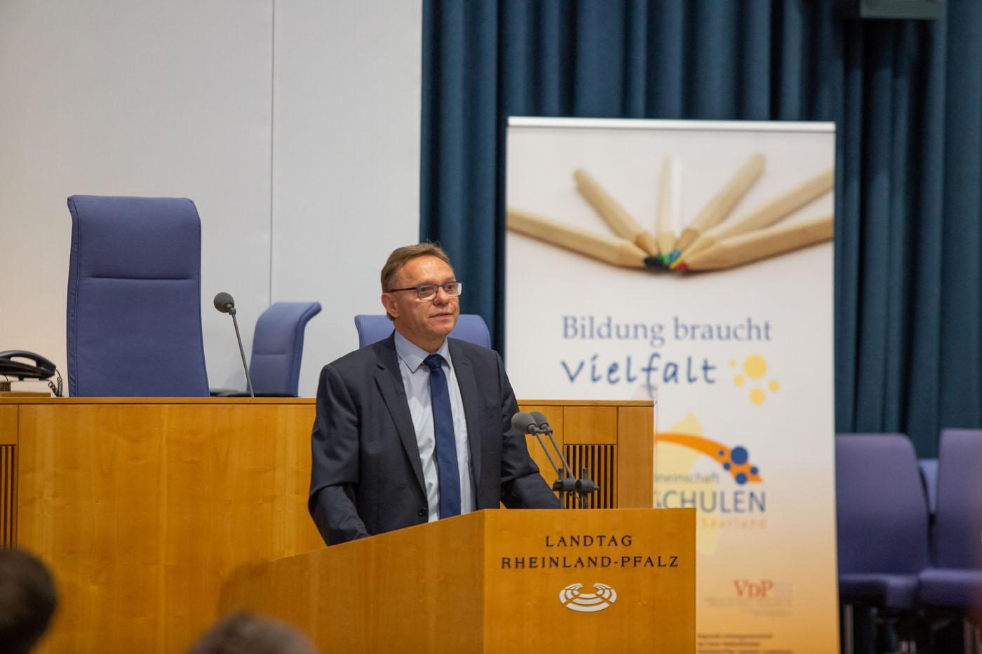 Grußwort von Bildungsstaatssekretär Hans Beckmann