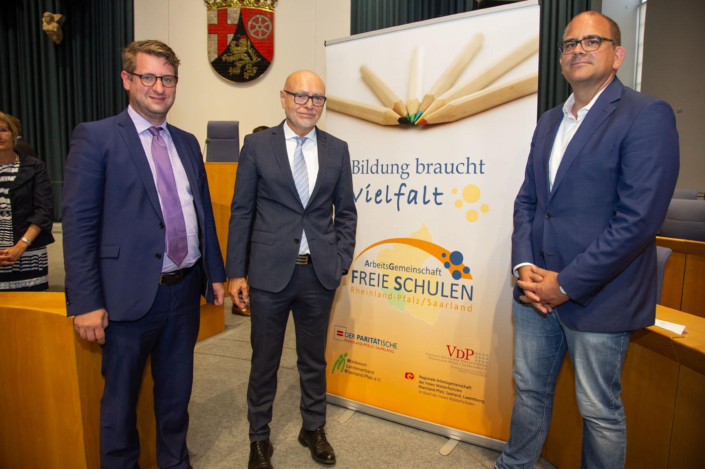 Prof. Dr. Dr. Di Fabio mit Vertretern der Veranstaltungsförderer GLS-Bank, Rolf-Ansgar Müller (re.) und Frankfurt School, Prof. Jörg Werner (li.)