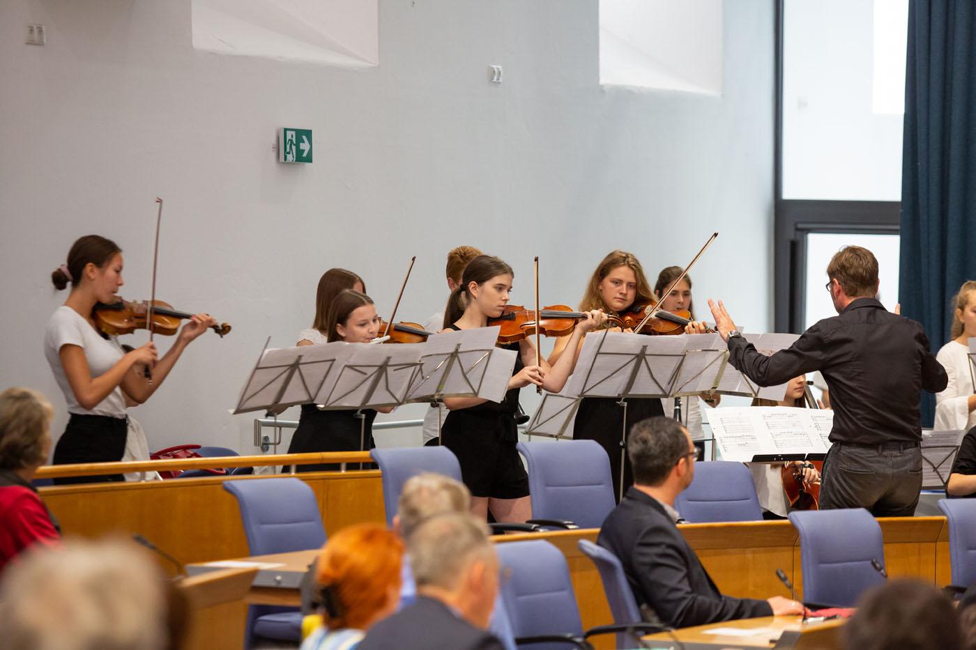 Musikalische Eröffnung durch Oberstufenschüler*innen der Freien Waldorfschule Mainz / Leitung Andreas Arneke