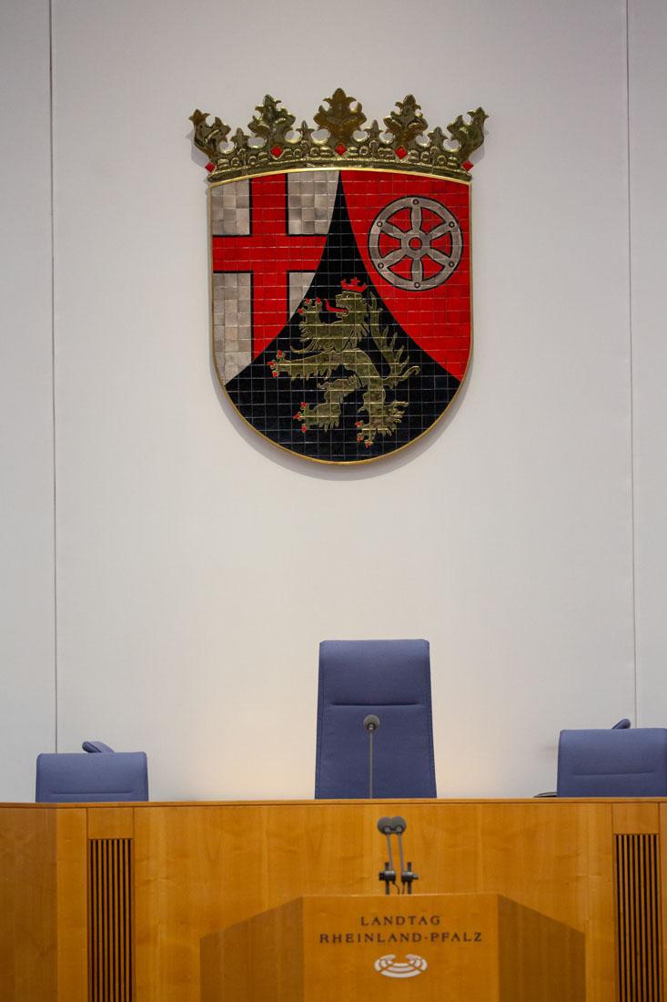 Der Plenarsaal des Landtags in Rheinland-Pfalz