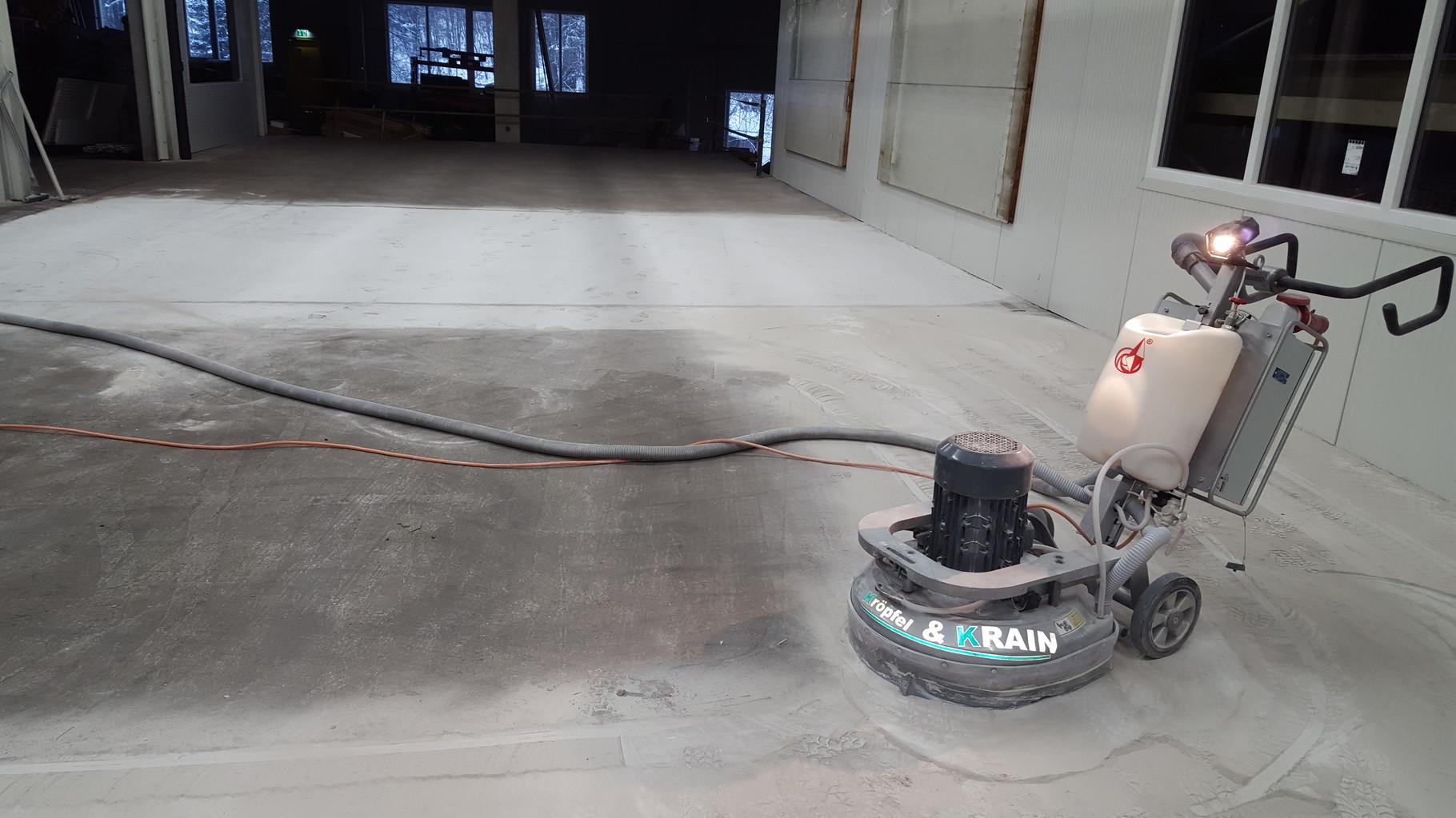 Bodenplatte Schleifarbeiten