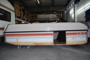Aufbau Schrittweise doppelstöckiger Wohnwagen