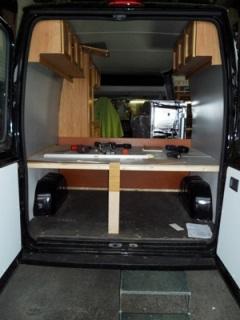 Umbau Bus zu Camper mit allen Geräten und Möbeln