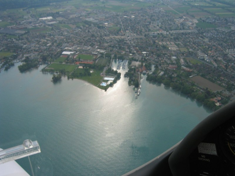 Anflug Süd über unteres Thunerseebecken