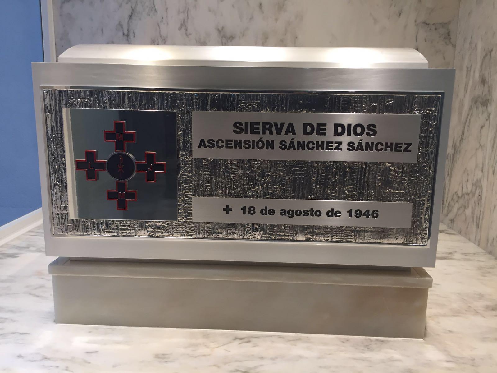 Urna con los restos mortales de Ascensión Sánchez