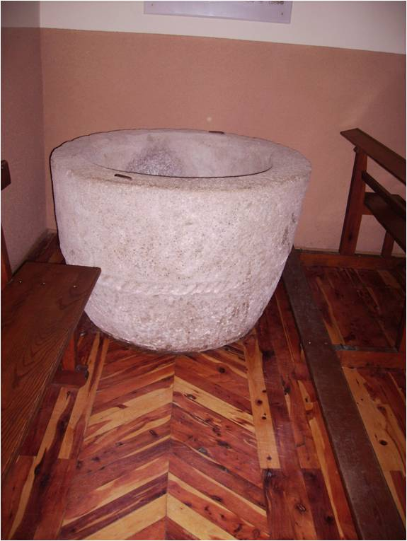 La pila Bautismal donde don Doroteo fue bautizado el día 29 de marzo de 1901 en la Parroquia de la Asunción