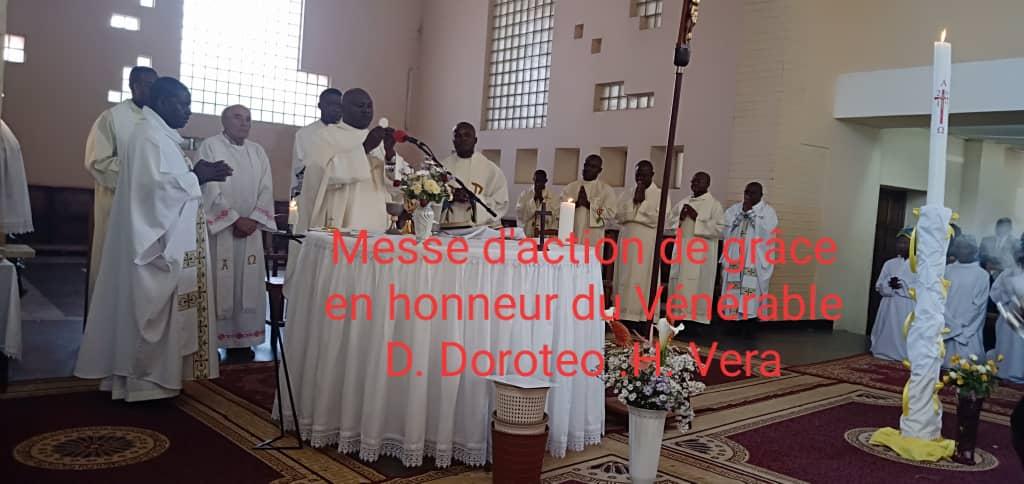 La  Eucaristía, presidida por el Delegado del Arzobispo, fue  concelebrada por  trece sacerdotes.