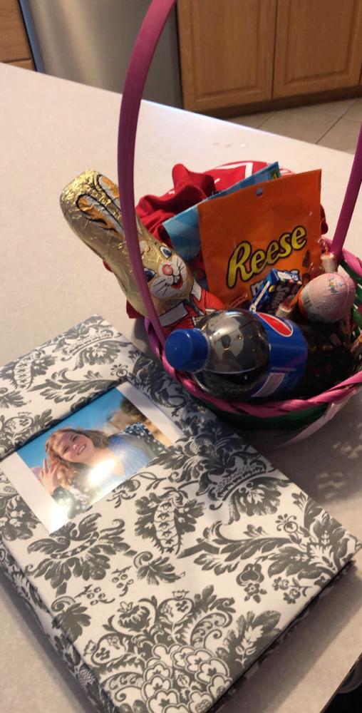 Mein Ostergeschenk (halb volles Fotoalbum und Süßigkeiten)