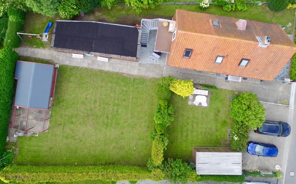 Ca 1000qm komplett eingezäunt (OG hat Balkon + Garten, EG hat Terrasse + Garten)