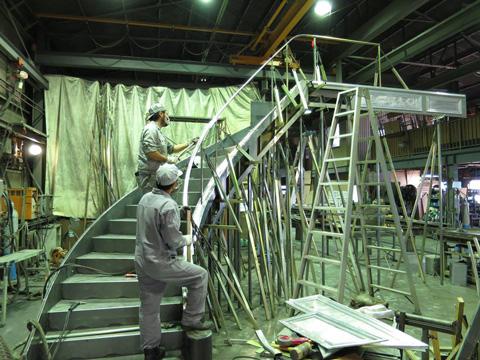 階段本体製作、手すり枠組