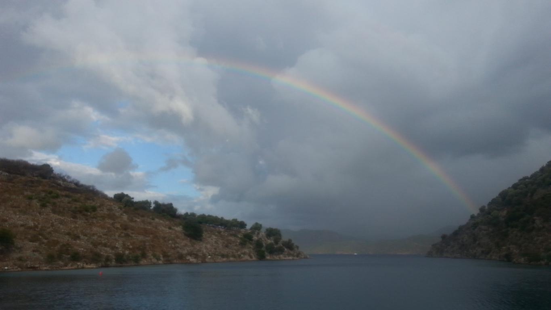 Regenbogen über der Bucht von Tersane