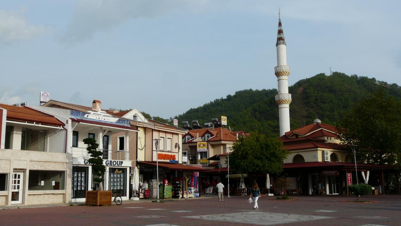 Moschee am zentralen Platz in Göcek